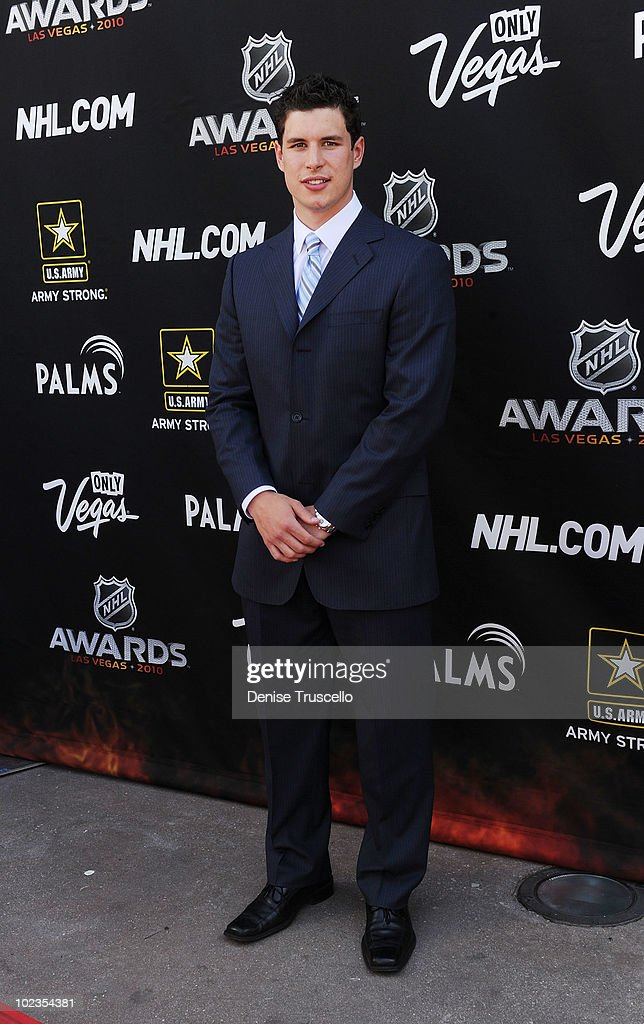 Sidney Crosby arrives at the 2010 NHL Awards The Palms Casino Resort on June 23, 2010 in Las Vegas, Nevada.