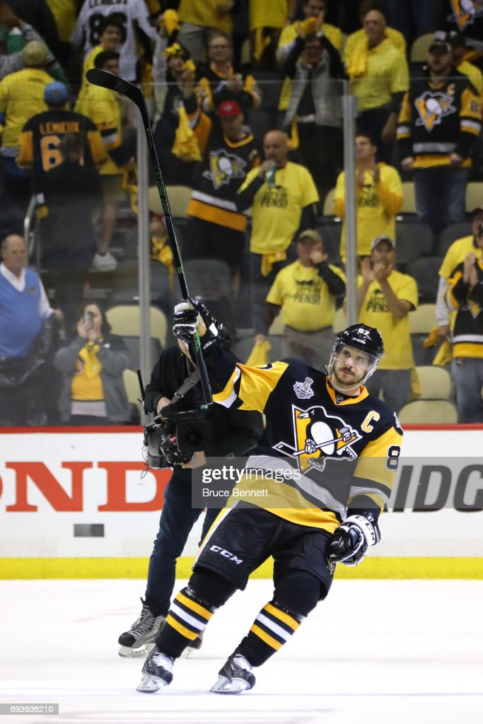 Sidney Crosby #87 of the Pittsburgh Penguins acknowledges the fans after defeating the Nashville Predators in Game Five of the 2017 NHL Stanley Cup Final at PPG PAINTS Arena on June 8, 2017 in Pittsburgh, Pennsylvania. The Penguins defeated the Predators 6-0.