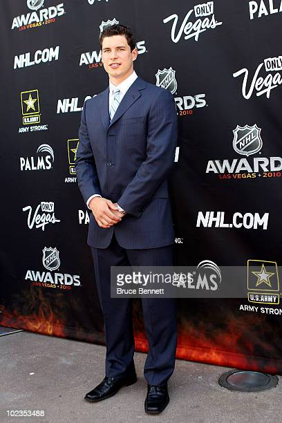 Sidney Crosby of the Pittsburgh Penguins arrives during the red carpet arrivals for the 2010 NHL Awards at the Palms Casino Resort on June 23 2010 in...