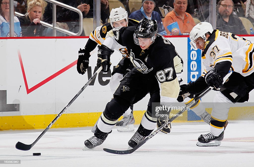 <a gi-track='captionPersonalityLinkClicked' href=/galleries/search?phrase=Sidney+Crosby&family=editorial&specificpeople=212781 ng-click='$event.stopPropagation()'>Sidney Crosby</a> #87 of the Pittsburgh Penguins gets around the defense of <a gi-track='captionPersonalityLinkClicked' href=/galleries/search?phrase=Patrice+Bergeron&family=editorial&specificpeople=204162 ng-click='$event.stopPropagation()'>Patrice Bergeron</a> #37 of the Boston Bruins on March 12, 2013 at Consol Energy Center in Pittsburgh, Pennsylvania. Pittsburgh won the game 3-2.
