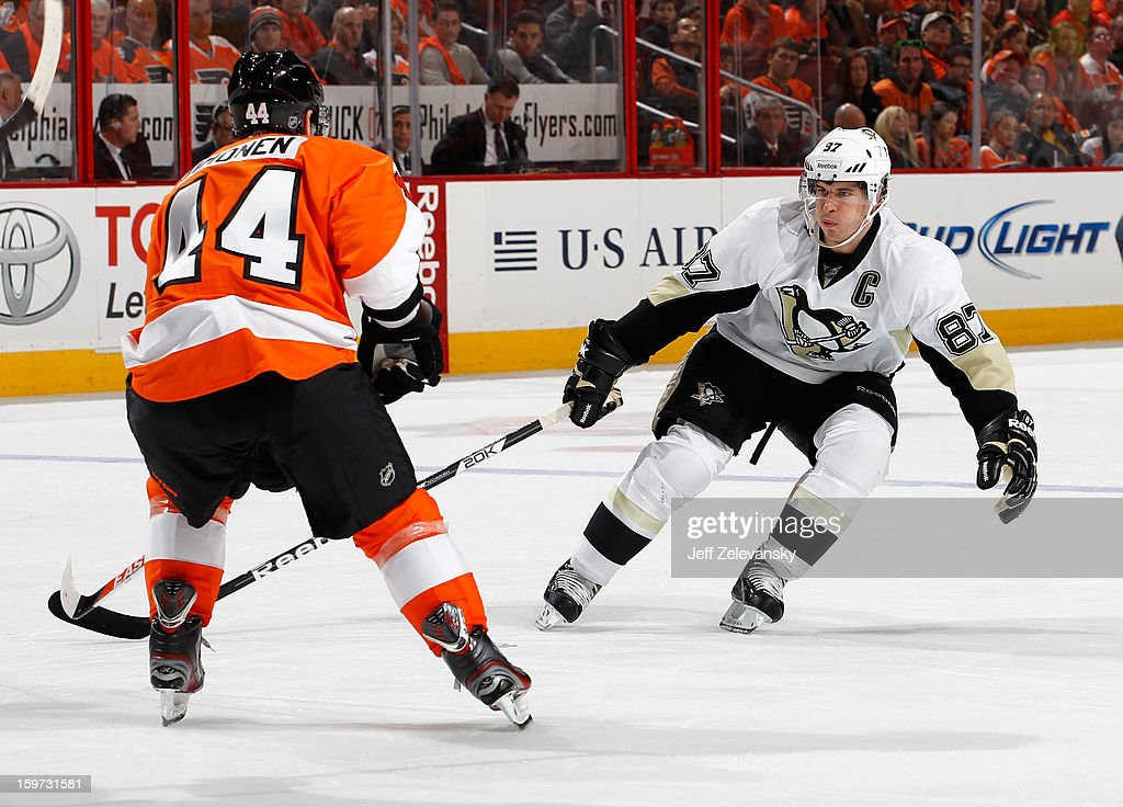 Sidney Crosby #87 of the Pittsburgh Penguins guards Kimmo Timonen #44 of the Philadelphia Flyers at Wells Fargo Center on January 19, 2013 in Philadelphia, Pennsylvania.