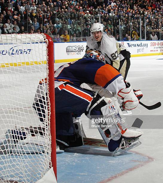 Sidney Crosby of the Pittsburgh Penguins has his 25 game point scoring streak stopped in the shootout by Rick DiPietro of the New York Islanders at...