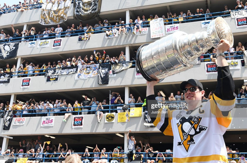 Sidney Crosby #87 of the Pittsburgh Penguins hoists the Stanley Cup during the Victory Parade and Rally on June 14, 2017 in Pittsburgh, Pennsylvania.