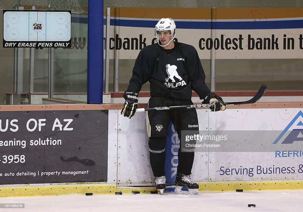 Sidney Crosby #87 of the Pittsburgh Penguins participates in a workout at the Ice Den on December 3, 2012 in Scottsdale, Arizona. More than a dozen players from around the league that are not able to play during the NHL lockout have been attending workouts at the Phoenix Coyotes practice rink.