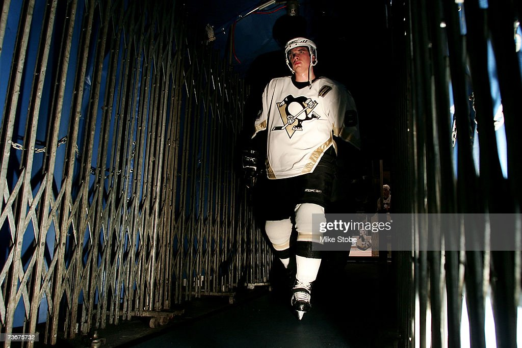Sidney Crosby #87 of the Pittsburgh Penguins walks throught the tunnel off the ice after warm-ups prior to their game against New York Islanders on March 22, 2007 at Nassau Coliseum in Uniondale, New York