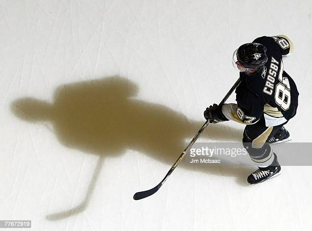 Sidney Crosby of the Pittsburgh Penguins warms up before playing the New York Islanders during their game on November 3 2007 at Nassau Coliseum in...