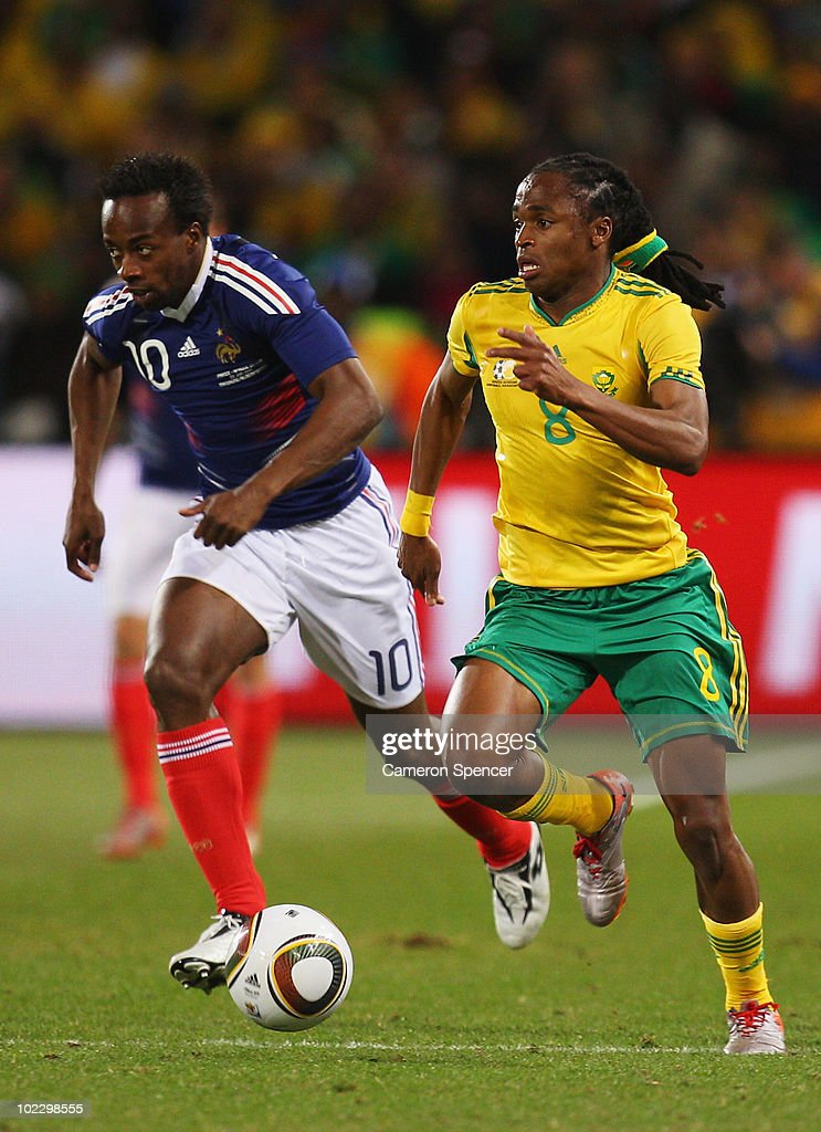 <a gi-track='captionPersonalityLinkClicked' href=/galleries/search?phrase=Sidney+Govou&family=editorial&specificpeople=242983 ng-click='$event.stopPropagation()'>Sidney Govou</a> of France pursues <a gi-track='captionPersonalityLinkClicked' href=/galleries/search?phrase=Siphiwe+Tshabalala&family=editorial&specificpeople=788347 ng-click='$event.stopPropagation()'>Siphiwe Tshabalala</a> of South Africa during the 2010 FIFA World Cup South Africa Group A match between France and South Africa at the Free State Stadium on June 22, 2010 in Mangaung/Bloemfontein, South Africa.