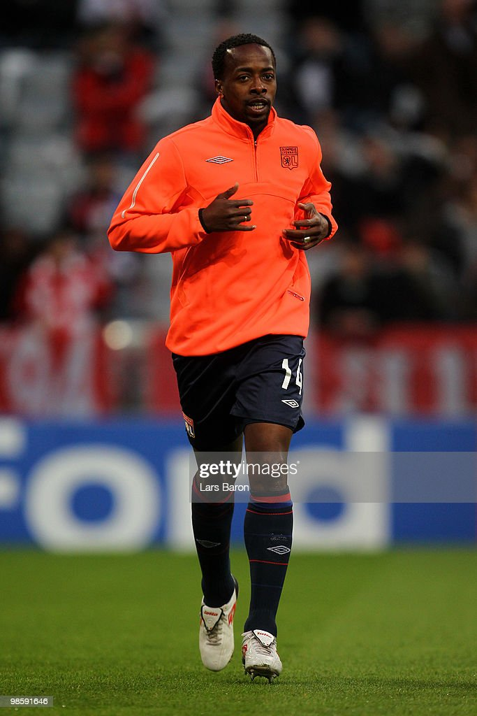 Sidney Govou of Lyon warms up prior to the UEFA Champions League semi final first leg match between FC Bayern Muenchen and Olympic Lyon at Allianz Arena on April 21, 2010 in Munich, Germany.