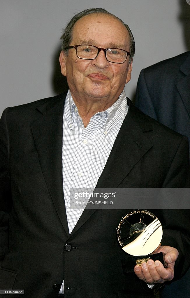 Sidney Lumet poses with his award for 'Before The Devil Knows You're Dead' during the 33th Deauville American Film Festival on September 7, 2007 in Deauville,France.