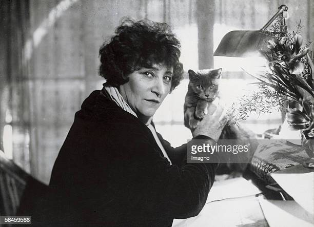 Sidonie Gabrielle Colette French writer with her cat at the desk Paris Photography 1935 [Sidonie Gabrielle Colette franzoesische Schriftstellerin mit...