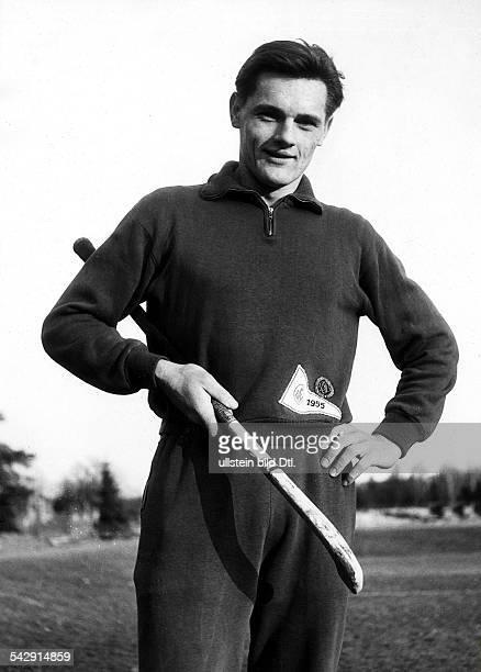 Siegfried LückHockeyspieler DEinzelaufnahme mit Hockeyschläger1958