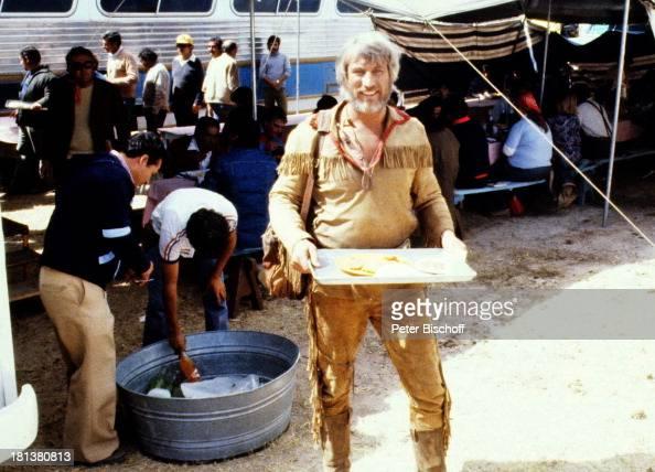 Siegfried Rauch TeamMitglieder neben den Dreharbeiten zur ARDSerie 'Mein Freund Winnetou' vom französischen Fernsehen 'Antenne 2' Durango Mexiko...