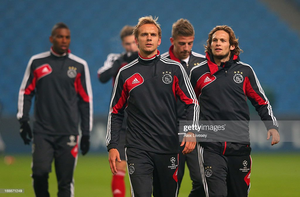 <a gi-track='captionPersonalityLinkClicked' href=/galleries/search?phrase=Siem+De+Jong&family=editorial&specificpeople=5485391 ng-click='$event.stopPropagation()'>Siem De Jong</a> and Daley Blind of Ajax Amsterdam look on during a training session at Etihad Stadium on November 5, 2012 in Manchester, England.