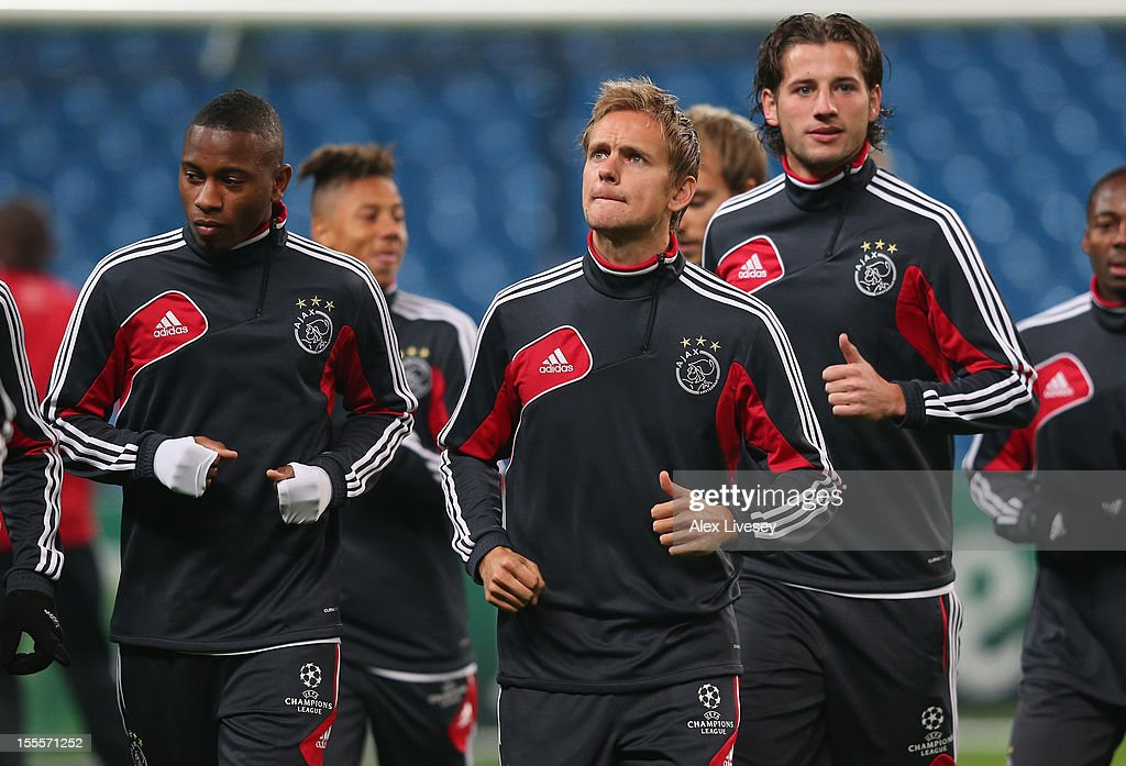<a gi-track='captionPersonalityLinkClicked' href=/galleries/search?phrase=Siem+De+Jong&family=editorial&specificpeople=5485391 ng-click='$event.stopPropagation()'>Siem De Jong</a> of Ajax Amsterdam warms up during a training session at Etihad Stadium on November 5, 2012 in Manchester, England.