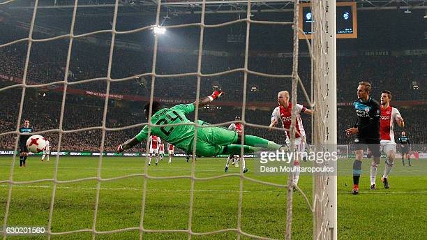Siem de Jong of PSV shoots on goal and scores past Goalkeeper Andre Onana of Ajax during the Eredivisie match between Ajax Amsterdam and PSV...