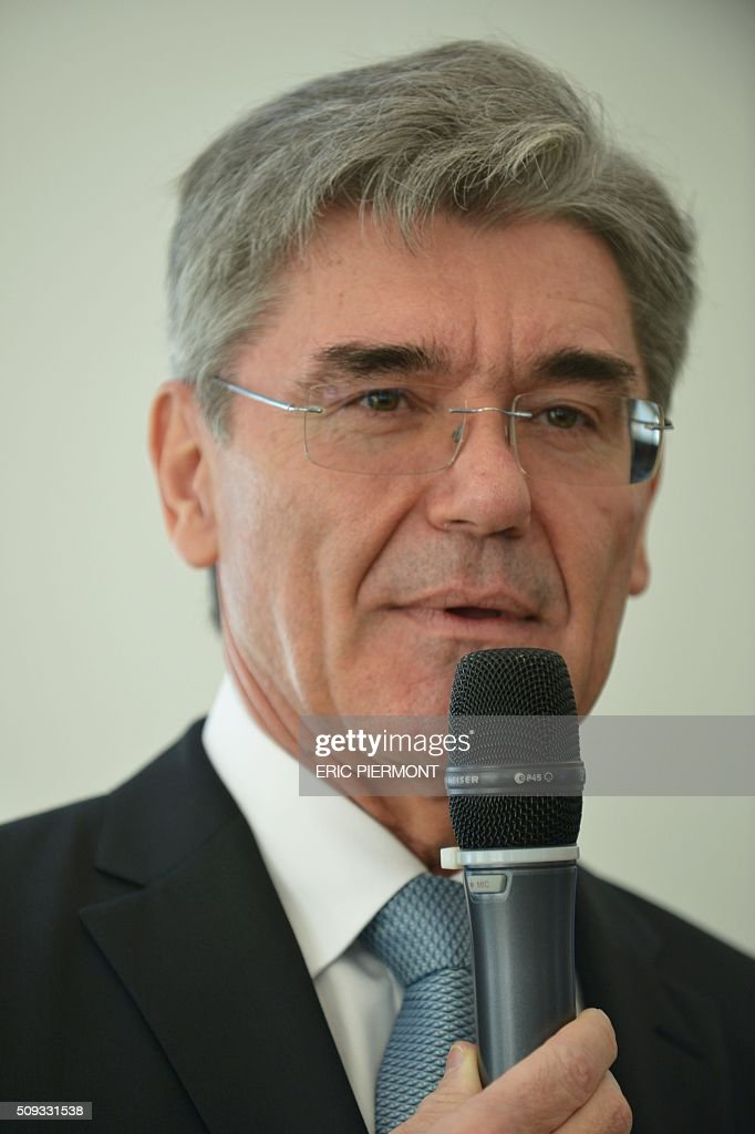 Siemens AG CEO Joe Kaeser attends the signing of the NExTeo contract at the SNCF headquarters in La Plaine-Saint-Denis on February 10, 2016. / AFP / ERIC PIERMONT