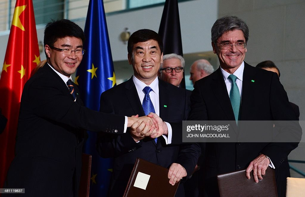 Siemens AG CEO Joe Kaeser (R), Vice-Chairman of Shanghai Electric Group Huang Dinan (L) and Chairman of Huaneng Power International Cao Peixi shake hands during a political and economic agreements signing ceremony at the chanellery in Berlin on March 28, 2014. Chinese President Xi Jinping begins a landmark visit to fellow export powerhouse Germany Friday, the third leg of his European tour, expected to cement flourishing trade ties and focus on the Crimea crisis.