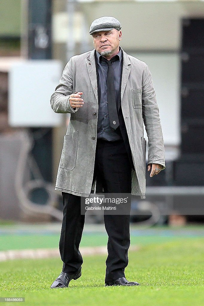 Siena head coach Serse Cosmi gestures during the Serie A match between AC Siena and Genoa CFC at Stadio Artemio Franchi on November 4, 2012 in Siena, Italy.