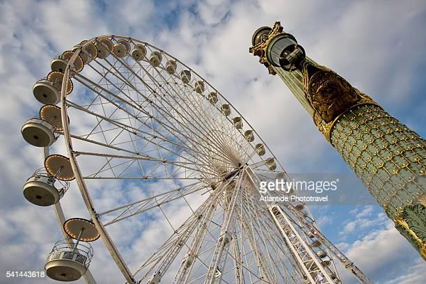 Sightseeing ferris wheel in Place de la Concorde