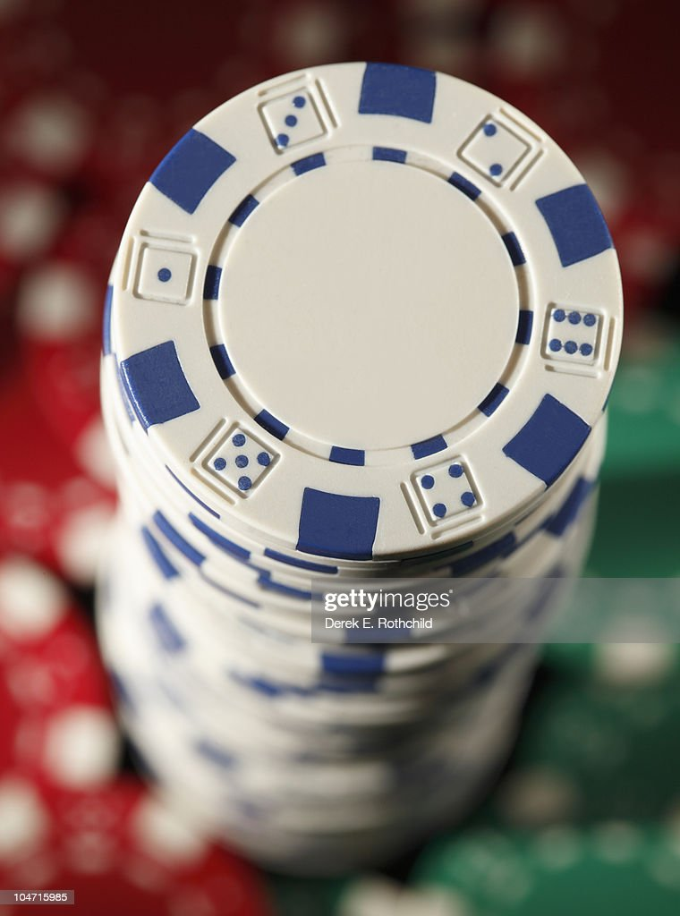 Sigle stack of chips with colored chips at base : Stock Photo