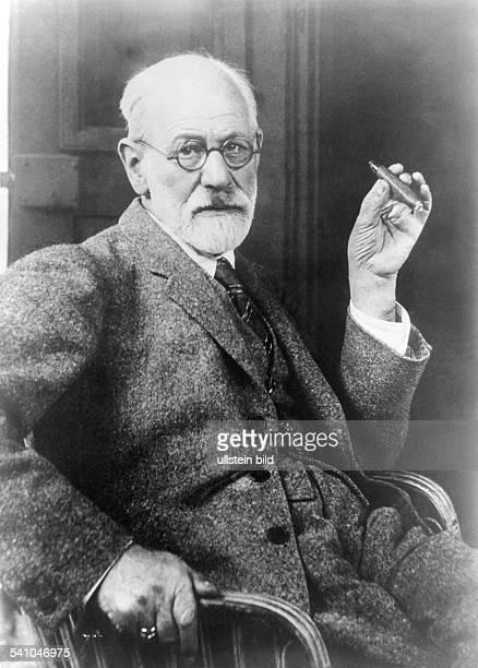 Sigmund Freud Sigmund Freud *06051856 Scientist psycho analyst Austria portrait 1926