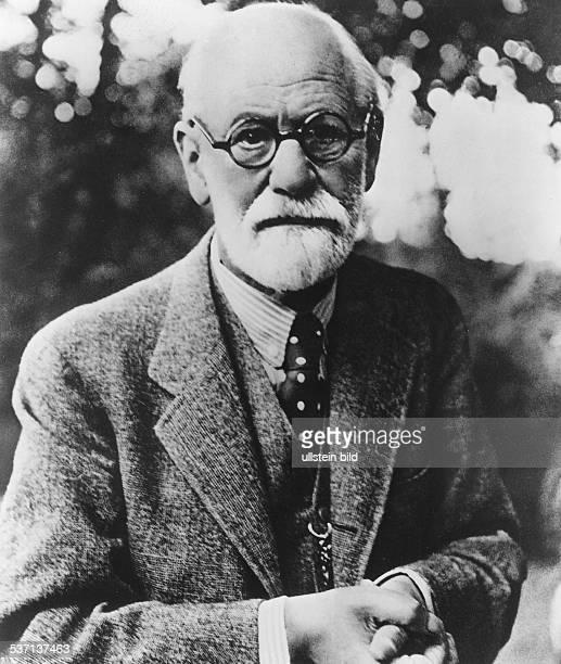 Sigmund Freud Sigmund Freud Scientist psychoanalyst Austria portrait photo H G Casparius 1939