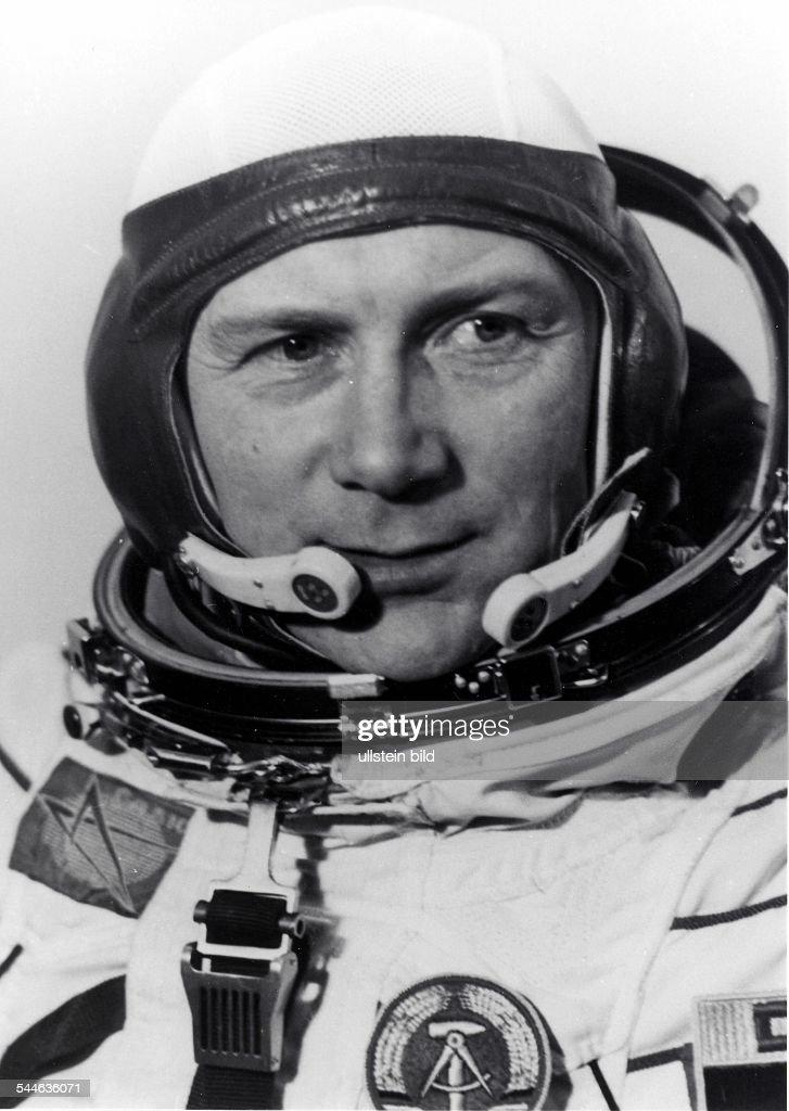 Sigmund Jaehn, Kosmonaut, Generalmajor der NVA, DDR - im Raumanzug - 1978