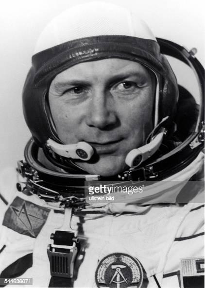Sigmund Jaehn Kosmonaut Generalmajor der NVA DDR im Raumanzug 1978