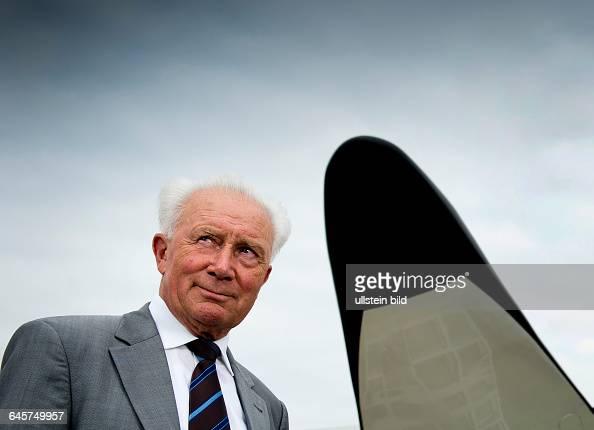 Sigmund Werner Paul Jaehn ehemaliger deutscher Kosmonaut Jagdflieger und Generalmajor der NVA der DDR aufgenommen am Freitag im Deutschen Zentrums...