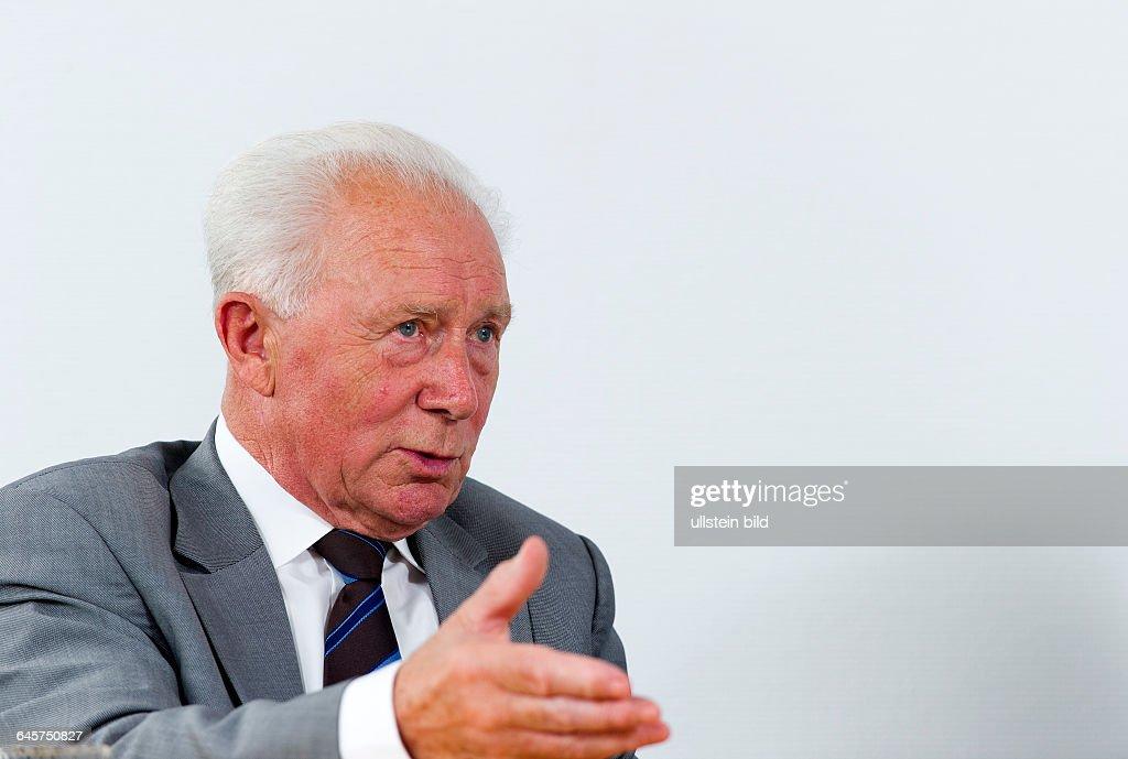 Sigmund Werner Paul Jaehn, ehemaliger deutscher Kosmonaut, Jagdflieger und Generalmajor der NVA der DDR, aufgenommen am Freitag (05.07.13) waehrend eines Interviews im Deutschen Zentrums fuer Luft- und Raumfahrt (DLR) in Koeln. Er war der erste Deutsche im Weltraum.