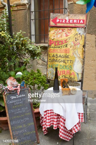 Sign and table outside pizzeria : Stock Photo