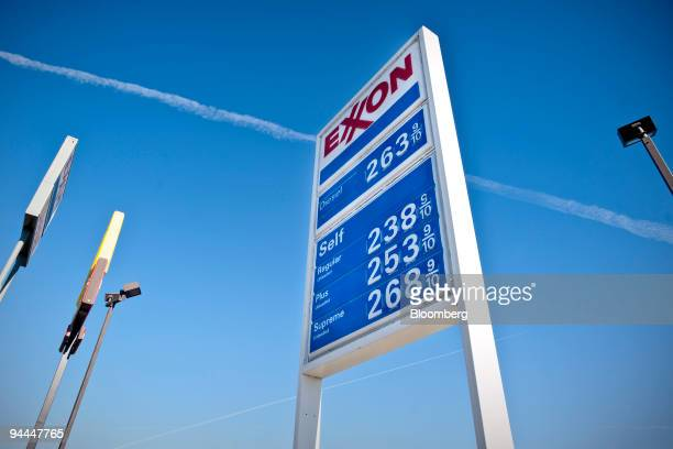 A sign displays gasoline prices outside an Exxon Mobil gas station in Denton Texas US on Monday Dec 14 2009 Exxon Mobil Corp the biggest US oil...