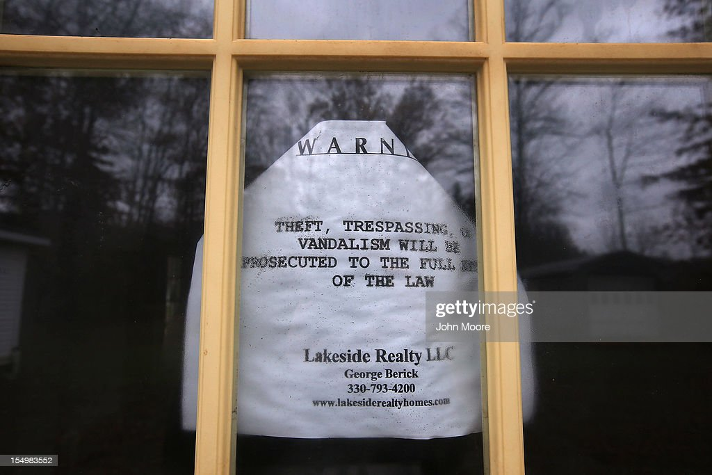 A sign hangs in the window of a foreclosed house on October 29, 2012 in Warren, Ohio. Political analysts have predicted Ohio voters could potentially provide the winning votes in the Electoral College in the upcoming Presidential election.