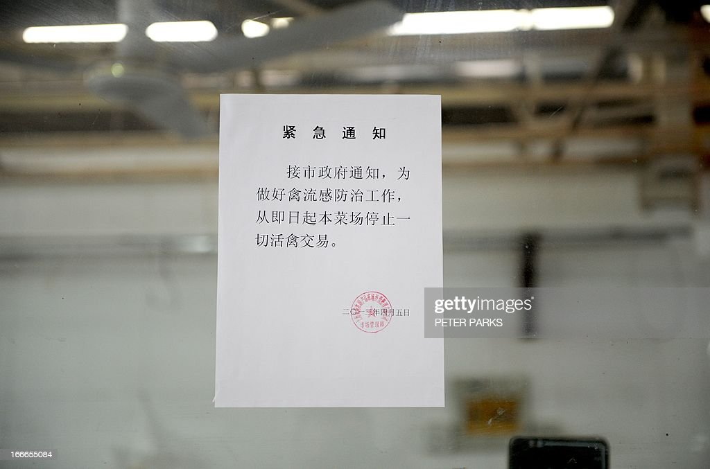 A sign is posted at a stall which used keep live chickens for sale says it is closed to control bird flu in a wet market in Shanghai on April 15, 2013. China's poultry industry lost 1.6 billion USD (10 billion yuan) in the week after the H7N9 bird flu virus began infecting humans, state-run media said as they sought to discourage panic with 60 people confirmed as infected and 13 who have died in the two weeks since Chinese authorities said they found the strain in humans for the first time. AFP PHOTO/Peter PARKS
