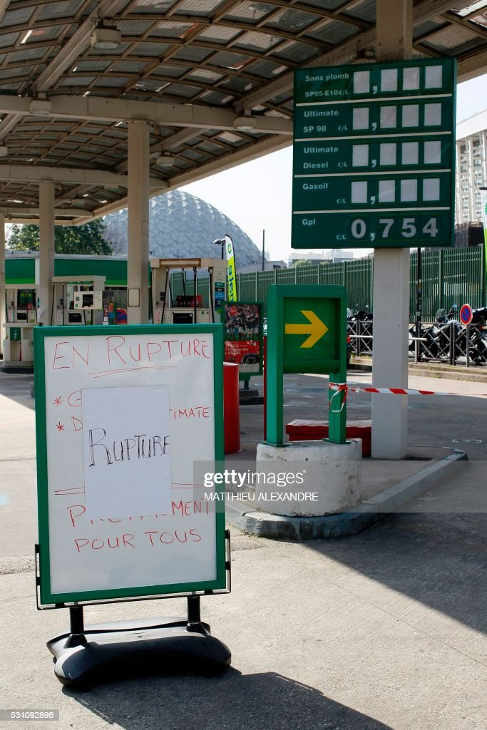 A sign reading 'Shortage' is pictured in front of an empty gas station People on May 25, 2016 in Paris as a union blockade of refineries and fuel depots continues. France has been using strategic fuel reserves for two days in the face of widespread blockades of oil depots by union activists, the head of the oil industry federation said on May 25, 2016. ALEXANDRE