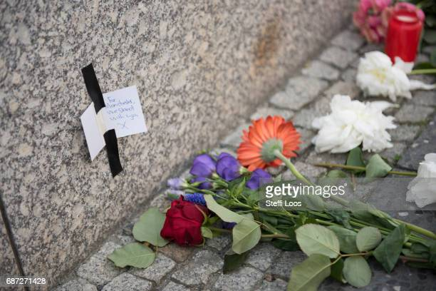 A sign reads 'Manchester we stand with you' in front of British Embassy on May 23 2017 in Berlin Germany An explosion occurred at Manchester Arena as...