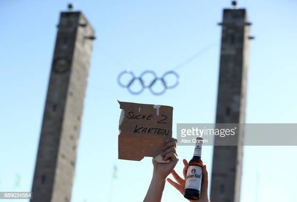 A sign saying 'searching two tickets' is seen ahead of the DFB Cup final match between Eintracht Frankfurt and Borussia Dortmund at Olympiastadion on...