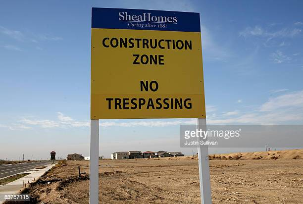 A sign sits in a vacant lot after construction was halted at a 750 home housing development November 19 2008 in Rio Vista California The Northern...
