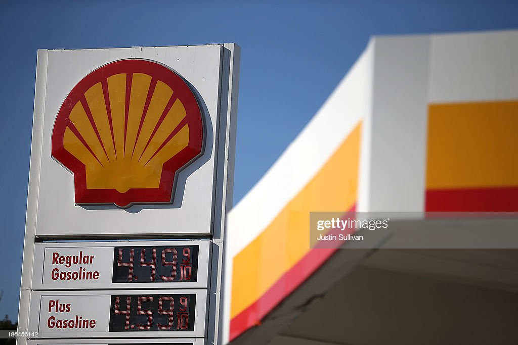 A sign stands at a Shell gas station on October 31, 2013 in San Francisco, California. Royal Dutch Shell reported a 32% decline in third quarter profits with earnings of $4.5 billion compared to $6.5 billion one year ago.
