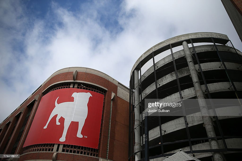 A sign with the company logo is posted on the exterior of the Zynga headquarters on July 25, 2013 in San Francisco, California. Online game maker Zynga will report second quarter earnings after the market close.