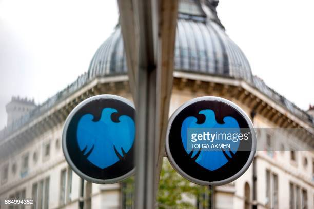 Signage is seen at the front of a branch of Barclays bank in central London on October 22 2017 / AFP PHOTO / AFP PHOTO AND Tolga Akmen / Tolga Akmen