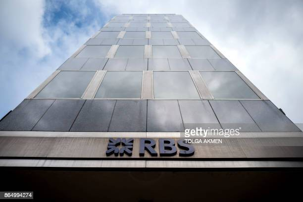 Signage is seen at the front of offices of the Royal Bank of Scotland in central London on October 22 2017 / AFP PHOTO / AFP PHOTO AND Tolga Akmen /...