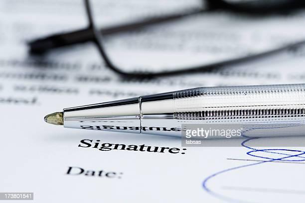 Signature de document.