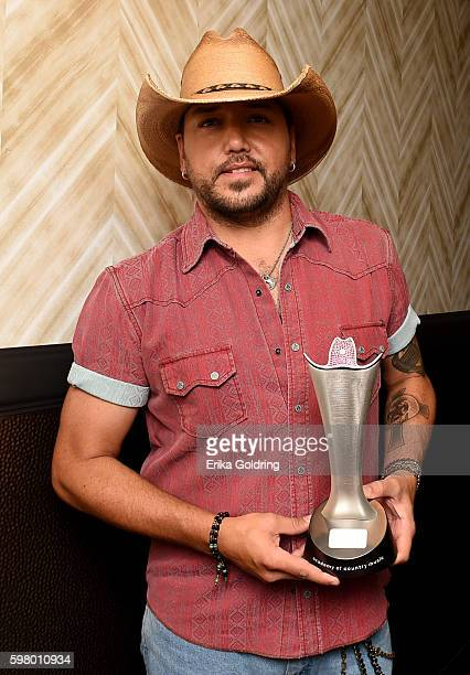Signer Jason Aldean backstage during the 10th Annual ACM Honors at the Ryman Auditorium on August 30 2016 in Nashville Tennessee