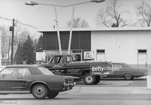 Signs at a New Jersey petrol station reading 'Out of Gas' and 'No Gas' USA circa 1974 The country has been hit by worldwide fuel shortages caused by...