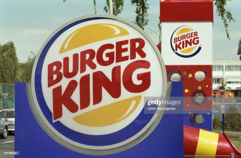 Signs with the logo of ' Burger King ' in front of a fast food restaurant.
