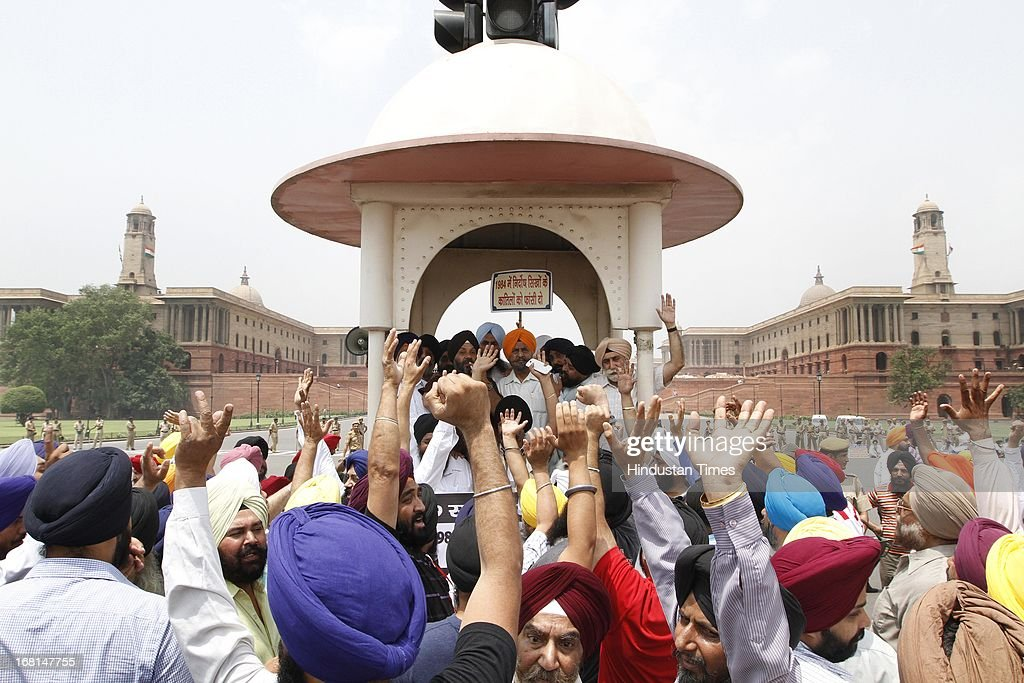 Sikh community members block the Rajpath at Vijay Chowk during a protest against Congress leader Sajjan Kumar on May 6, 2013 in New Delhi, India. Sajjan Kumar was recently acquitted by a Delhi court in a case related to 1984 anti-Sikh riot case.