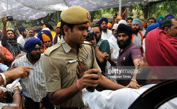 Sikh community members during the dharna protest against the acquittal of Congress politician Sajjan Kumar at Jantar Mantar on May 8 2013 in New...