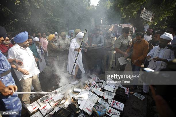 Sikh protesters led by Gurcharan Singh Babbar who had written a book on 1984 Sikh massacre titled Sarkari QatleAam burn over 500 copies of the book...