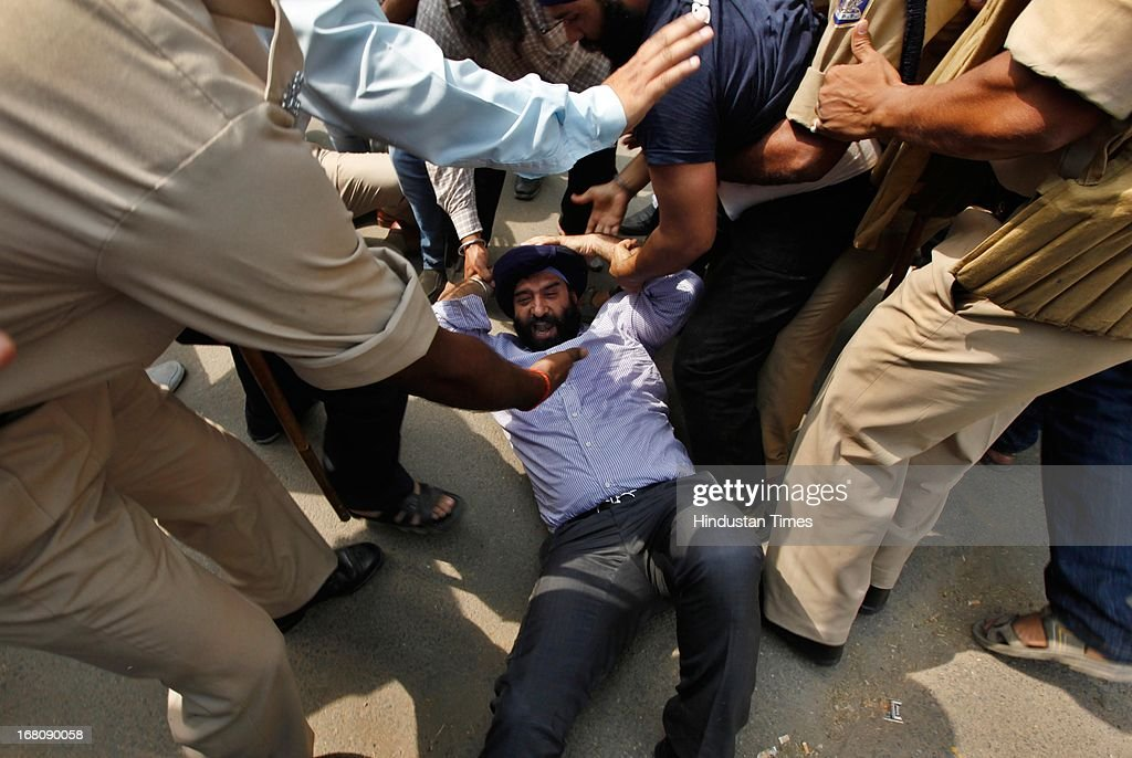 Sikhs scuffle with policemen as they shouts anti-government slogans during a demonstration against the acquittal of Congress politician Sajjan Kumar, at Jantar Mantar on May 5, 2013 in New Delhi, India. A court in New Delhi on April 30 acquitted the ruling party politician of murder in a trial linked to the massacre of Sikhs following the 1984 assassination of the Indian prime minister Indira Gandhi.